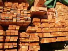 花丘建設ブログ-搬入された木材