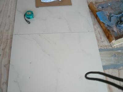 花丘建設ブログ-床張り1