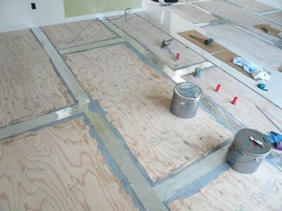 花丘建設ブログ-床張り2