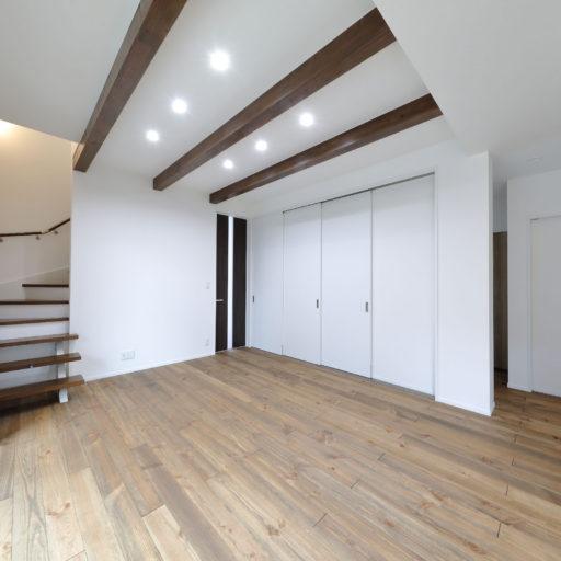 上品な白い家