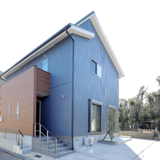 スマートな青い家